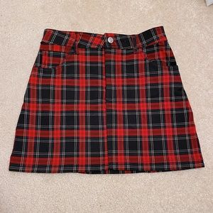 red and black plaid mini skirt
